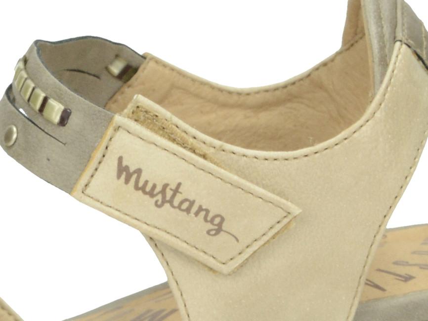 0a9b5f7577e6 ... Mustang dámské sandály - běžové ...