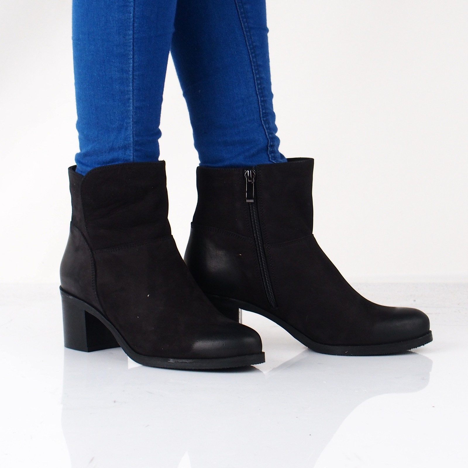 577c2a0ebb49 Acord dámské nubukové kotníkové boty na podpatku - černé ...