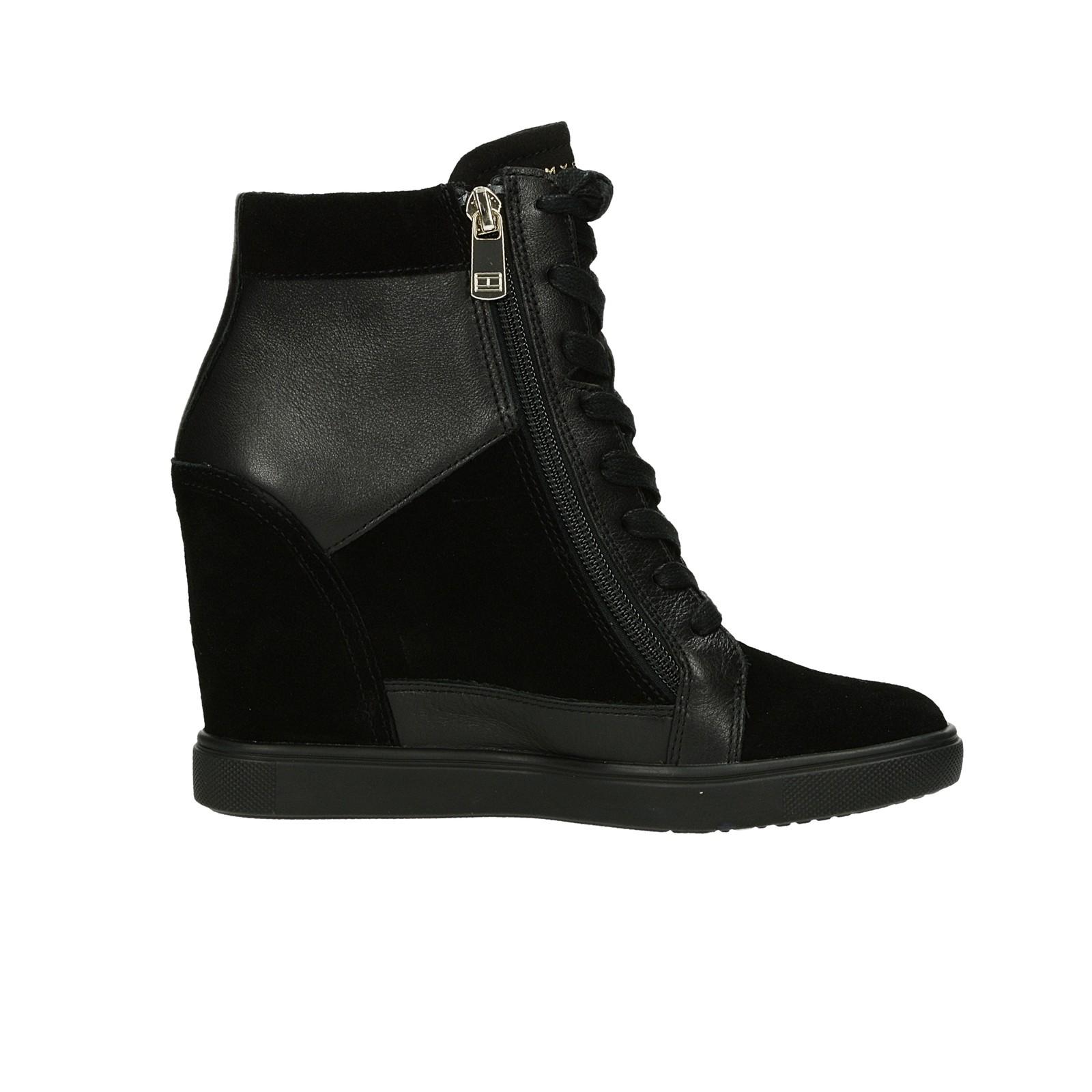 Tommy Hilfiger dámské stylové kotníkové boty na klinové podrážce - černé ... 4c254531603