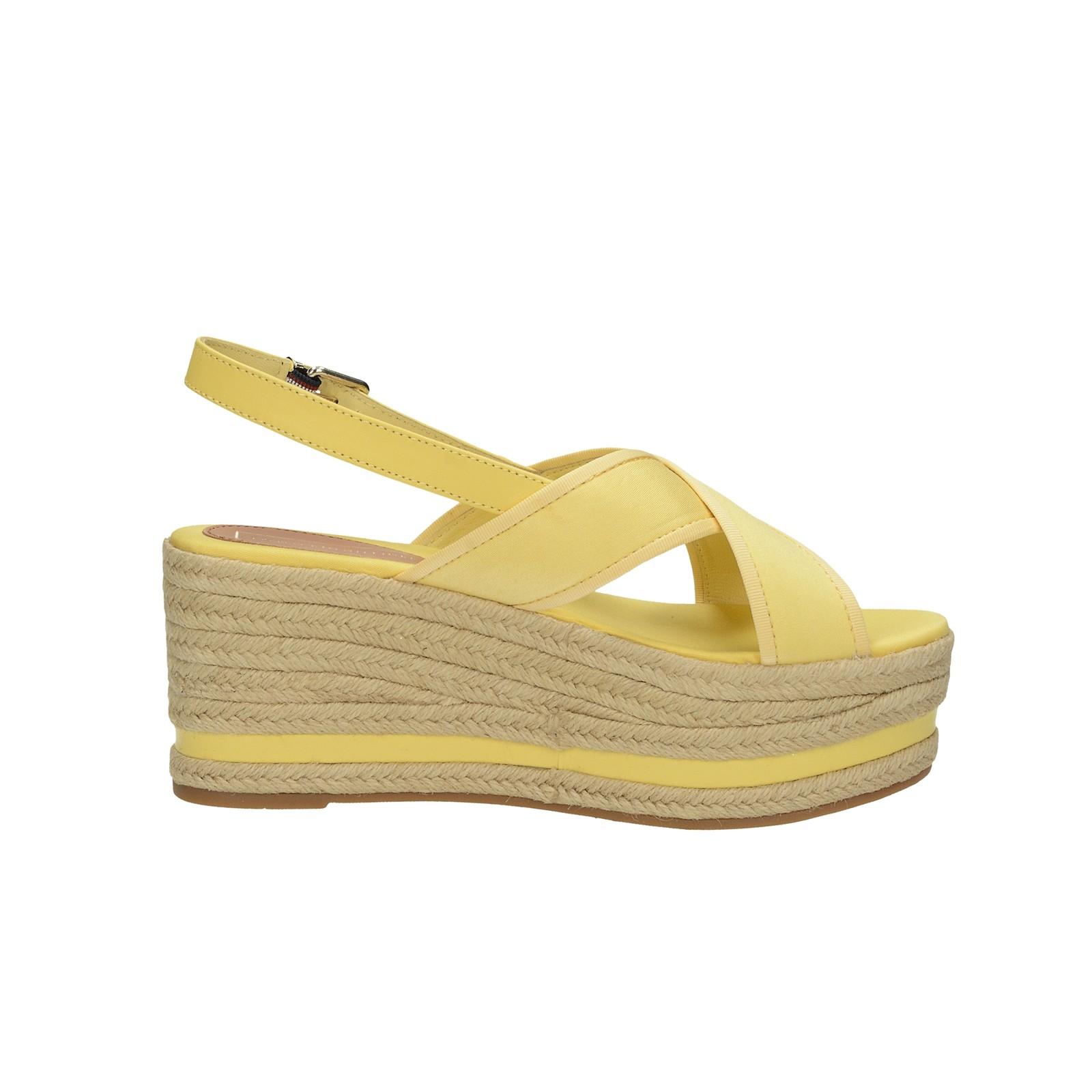 Tommy Hilfiger dámské stylové sandály na klinové podrážce - žluté