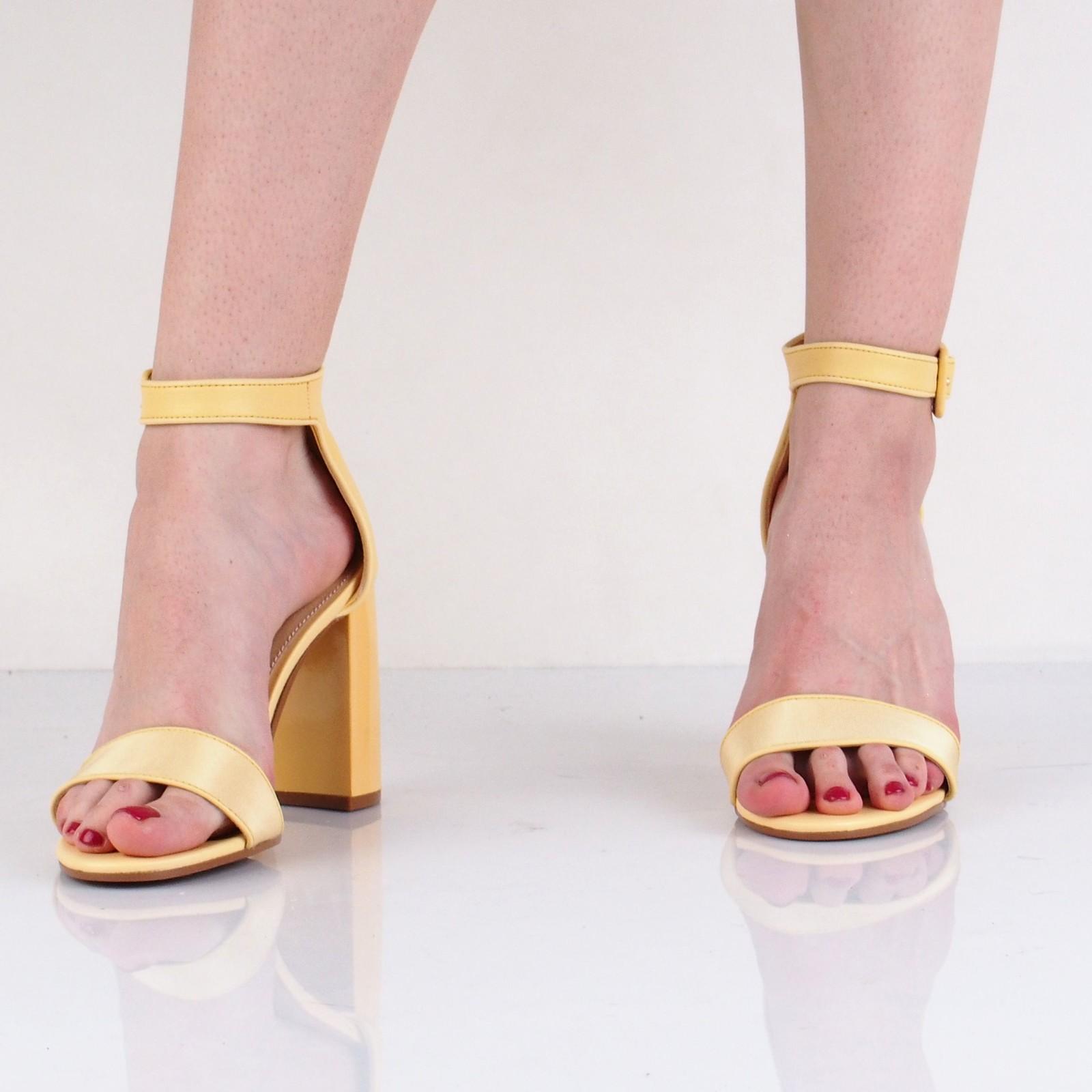Tommy Hilfiger dámské stylové sandály na vysokém podpatku - žluté
