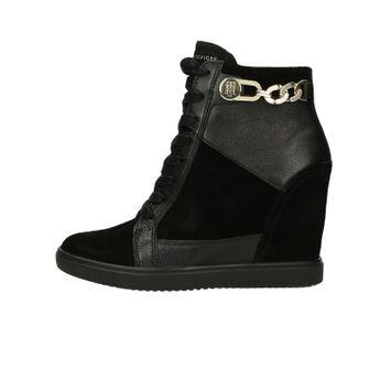 Tommy Hilfiger dámské stylové kotníkové boty na klinové podrážce - černé